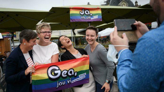ऐतिहासिक फैसला : स्विट्जरलैंड ने समलैंगिक विवाह के पक्ष में दो-तिहाई बहुमत से मतदान किया